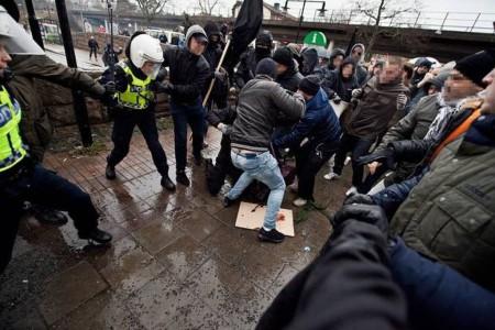 Нацисты напали на антирасистскую демонстрацию в Стокгольме