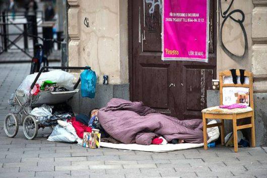 В Стокгольме 54% жителей выступают за запрет попрошайничества
