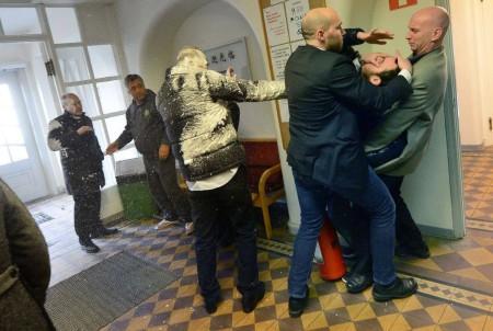 На шведского министра напал мужчина с огнетушителем