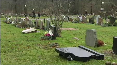 В Партилле вандалы осквернили 100 могил