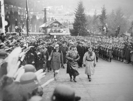 Адольф Гитлер прибыл в Гармиш-Партенкирхен на открытие IV зимних Олимпийских игр.
