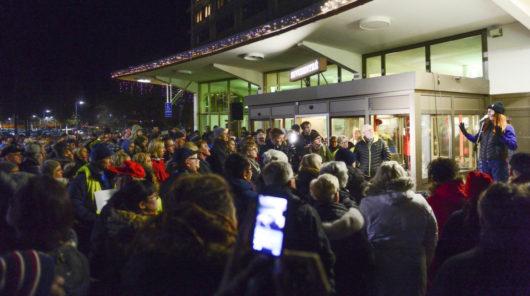 Протест против закрытия родильного отделения в больнице города Соллефтео
