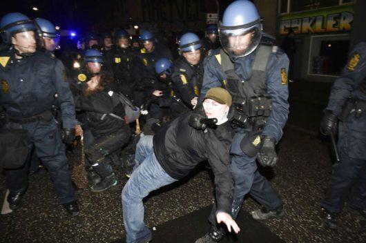 В Дании демонстрация переросла в столкновения с полицией