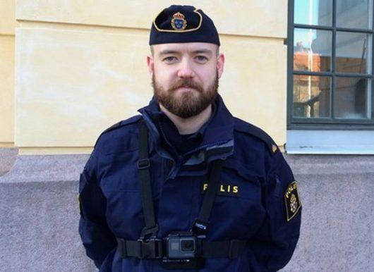 Полицейские в Стокгольме будут носить нательные видеокамеры