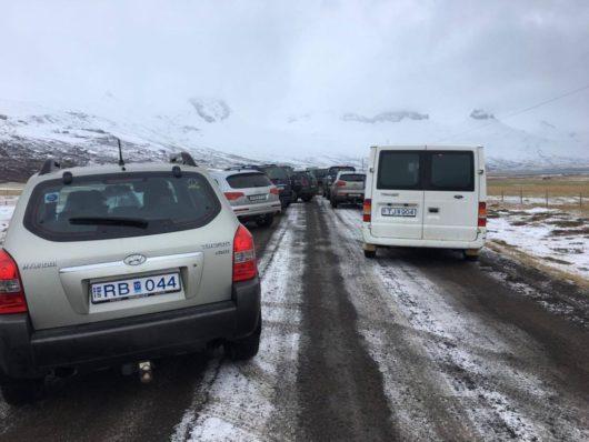 В Исландии протестующие перекрыли дорогу