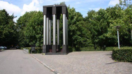 В Дании по ошибке снесли монумент Camp Fire