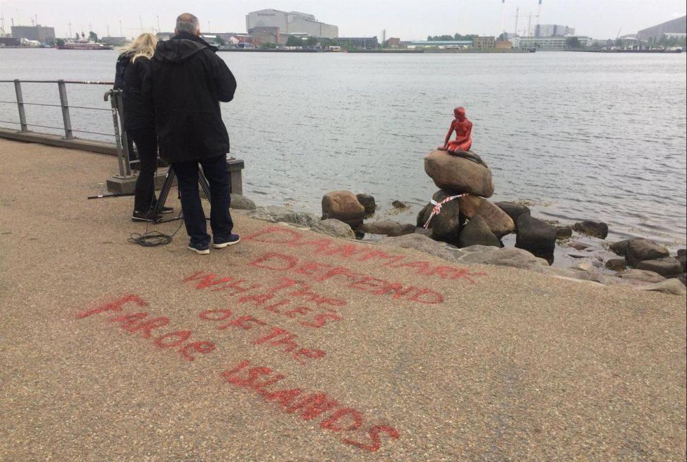 Зоозащитники облили краской статую датской «Русалочки»