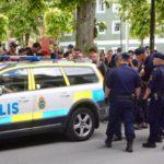 Во вторник в Швеции более 50 человек пришли на стихийную акцию протеста к зданию мэрии города Экше