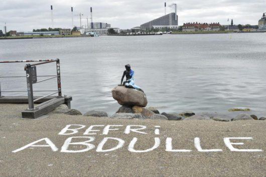 Статую «Русалочки» в Копенгагене опять облили краской