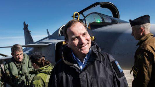 Премьер-министр Швеции Стефан Лёвен на базе ВВС на острове Готланд