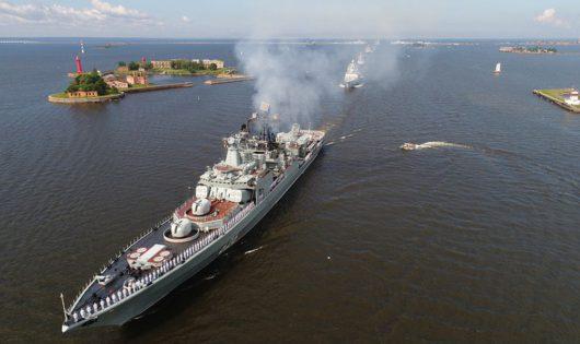Большой противолодочный корабль «Вице-адмирал Кулаков» проекта 1155 Северного флота РФ в акватории Кронштадта, Санкт-Петербург.