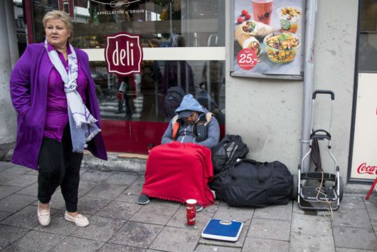 Премьер-министр Норвегии Эрна Сульберг/Erna Solberg обходит свои владения