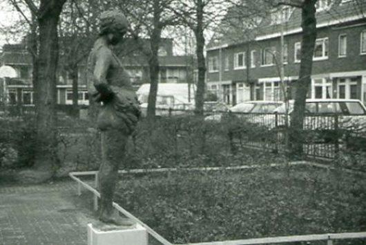 Статуя «Туалет»/«Het toilet» в голландском Утрехте