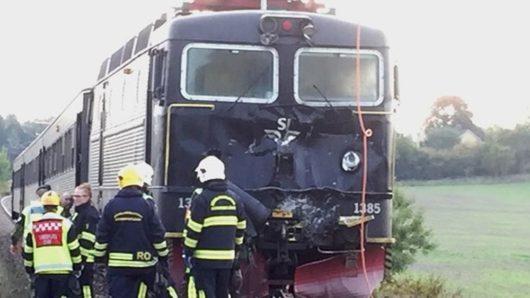 В Швеции бронетранспортёр столкнулся с пассажирским поездом