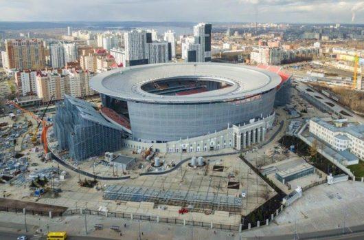 «Екатеринбург Арену» реконструировали с 2006 по 2011 год, в 2015–2017 гг. провели ещё одну переделку за 13 млрд рублей