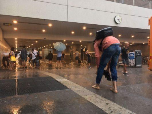 В воскресенье в результате сильного дождя затопило Центральный вокзал шведского города Уппсала