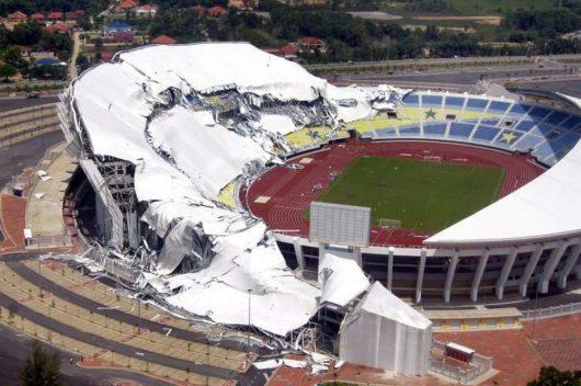 На стадионе «Султана Мизана Зайнала Абидина» обрушилась крыша