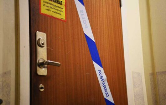 В Швеции 41-летний мужчина был найден запертым в стокгольмской квартире